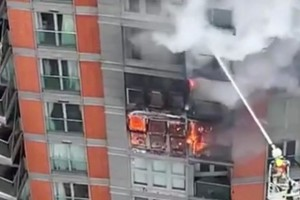 Φωτιά σε πολυώροφο κτίριο στο Λονδίνο (Video)