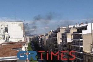 Φωτιά σε κτίριο στο κέντρο της Θεσσαλονίκης (Video)