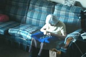 Έβαλαν κρυφή κάμερα σε 98χρονη γιαγιά για να μάθουν τι κάνει όταν μένει μόνη - Αυτό που είδαν... (Video)