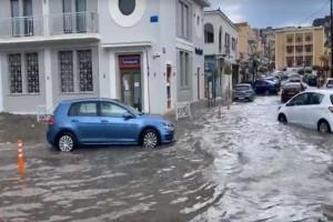 Η κακοκαιρία έπληξε τη Κεφαλονιά - Δρόμοι ποτάμια και χαλάζι