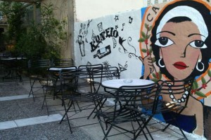 """3+1: Τα πιο """"ψαγμένα"""" καφέ με αυλή στο κέντρο της Αθήνας"""