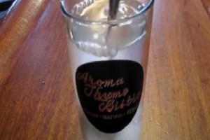 Κάθε πρωί έπινε ένα ποτήρι νερό με μαγειρική σόδα - Μόλις δείτε το λόγο θα τρέξετε να το κάνετε! (Video)