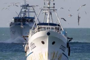 Τουρκικά ψαράδικα έριξαν πέτρες και εμβόλισαν ιταλικό αλιευτικό ανοικτά της Συρίας