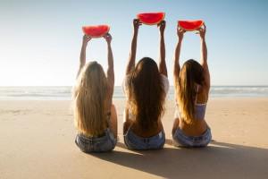 5 μαγικές τροφές για λαμπερό δέρμα το καλοκαίρι