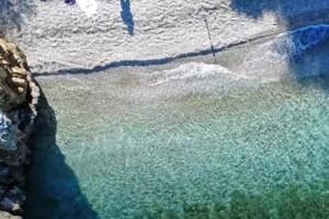 5+1: Υπέροχες ερημικές παραλίες στην Αττική