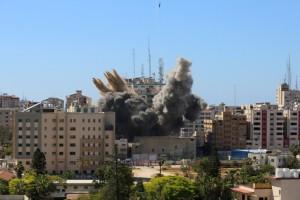 Λωρίδα της Γάζας: Συγκλονίζουν οι εικόνες από το κτήριο που βομβάρδισαν