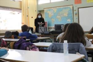 Πώς θα ανοίξουν τα σχολεία τη Δευτέρα - Τι θα ισχύσει με τα self test