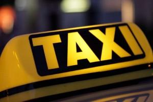 Σοκ στα Πατήσια: Οδηγός ταξί κλείδωσε μέσα 20χρονη και όρμησε για να τη βιάσει!