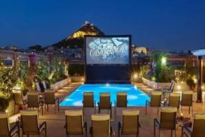 Το GB Pool του ξενοδοχείου Μεγάλη Βρετανία μετατρέπεται σε θερινό σινεμά