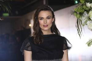 Η Κίρα Νάιτλι στην καραντίνα φορούσε καθημερινά Chanel