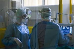 Κορωνοϊός: 248 κρούσματα, 296 διασωληνωμένοι και 14 νέοι θάνατοι