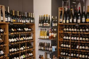 4+1 αγαπημένα μαγαζιά για να απολαύσετε το κρασί σας