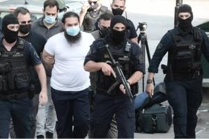 Μονή Πετράκη: Στην Ευελπίδων χωρίς ράσα ο ιερέας που επιτέθηκε με βιτριόλι - Μαρτυρίες και ντοκουμέντα που σοκάρουν για τη ζωή του