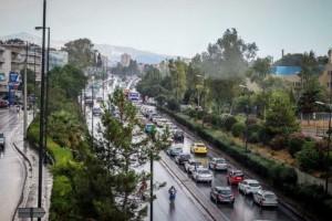 """Κίνηση στους δρόμους: Στο """"κόκκινο"""" ο Κηφισός - Πού υπάρχει μποτιλιάρισμα"""