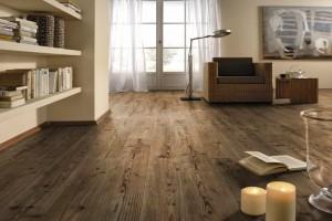 Πώς θα κάνω το ξύλινο πάτωμα να λάμπει - 4 εύκολα βήματα