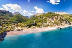 Λιμνιώνας: Μια ονειρεμένη παραλία στην Εύβοια για να κάνετε τις βουτιές σας
