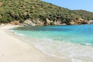 Μάγειρας: Μια πανέμορφη παραλία της Εύβοιας που πρέπει οπωσδήποτε να επισκεφτείτε (Video)