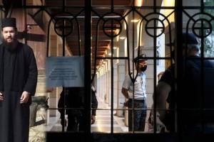 Μονή Πετράκη: «Το έκανα από αγανάκτηση και για να τους τιμωρήσω» - Ανατριχιάζει η απολογία του ιερέα που πέταξε το βιτριόλι