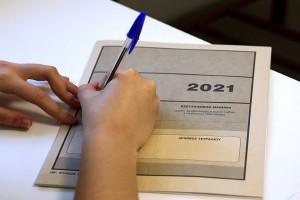 Πανελλαδικές Εξετάσεις 2021: Στον αέρα λόγω της απεργίας - Κατεπείγουσα αγωγή κατά της ΑΔΕΔΥ κατέθεσε η Κεραμέως - ΝΔ: Συνδικαλιστές γράφουν στα παλιά τους παπούτσια τους μαθητές