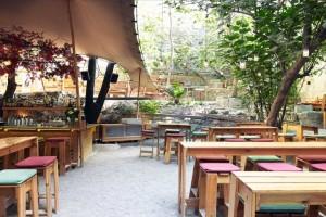 7+1: Τα καλύτερα μαγαζιά με αυλές στην Αθήνα