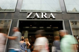 Zara: Το απόλυτο καλοκαιρινό φόρεμα για διακοπές σε νησί - Κοστίζει γύρω στα 20 ευρώ