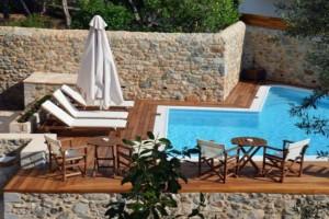 Λεωνίδιο: Ο πολυτελής ξενώνας που στεγάζεται σε ένα αρχοντικό του 19ου αιώνα με πισίνα και βαθμολογία στη booking 9,8!
