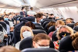 Πτήσεις προς τα νησιά και με self test για τα παιδιά 12-17 ετών
