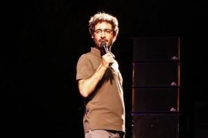 Ενθουσίασε το κοινό η Solo stand up comedy «Best Of» του Λάμπρου Φισφή