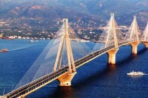 Φωτιά στην Αχαΐα: Κλειστή η γέφυρα Ρίου-Αντιρρίου προς Πάτρα