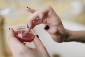 Φτιάξτε μια 100% φυσική κρέμα χεριών με λιγότερο από 5 Ευρώ!
