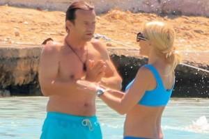 """Ελένη Μενεγάκη - Ματέο Παντζόπουλος: Εκεί που έμπαιναν αγκαλιασμένοι στο νερό άρχισαν να """"πλακώνονται"""" σε δευτερόλεπτα! Φωτογραφίες - ντοκουμέντο!"""