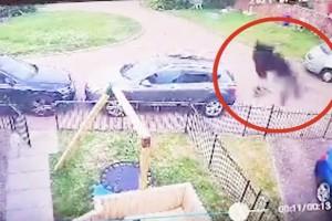 31χρονη μητέρα κατέγραψε με την κάμερά της μια μαύρη φιγούρα στην αύλη της - Κάλεσε ιερέα για να την ξορκίσει (Video)