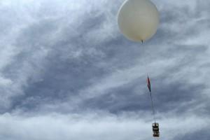 Απίστευτο περιστατικό στη Θεσσαλονίκη: Μετεωρολογικό μπαλόνι έπεσε στη θάλασσα