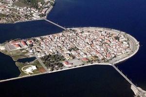 Η Βενετία της Ελλάδας: Αρχικά αποτελούταν από πολλά μικρά νησάκια, που οι ψαράδες τα ένωσαν με γεφυράκια