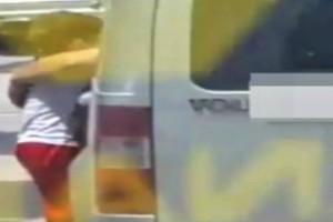 Φρίκη: Πατέρας κρέμασε τον 3χρονο του γιο του από το παράθυρο του αυτοκινήτου για τιμωρία!