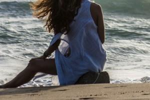 Φρίκη: Έφηβος βίασε ανήλικη μέσα στη θάλασσα και δεν το κατάλαβε κανείς