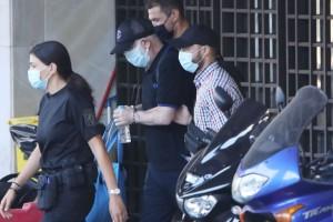 Πέτρος Φιλιππίδης: Βρίσκεται σε κατάσταση σοκ - Περπατάει με κατεβασμένο το κεφάλι