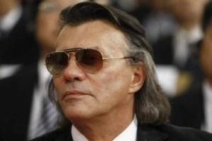 To' πε και το 'κανε: Κι όμως, έτσι εμφανίστηκε στη κηδεία του Τόλη Βοσκόπουλου ο Ηλίας Ψινάκης!
