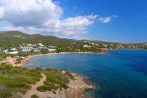 Ακτή Ασημάκη: Η παραλία στα νότια της Αττικής μέσα στο πράσινο με τα καταγάλανα, καθαρά νερά!