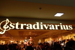 2+1 οικονομικές σαλοπέτες από τα Stradivarius για όλες τις μέρες του καλοκαιριού
