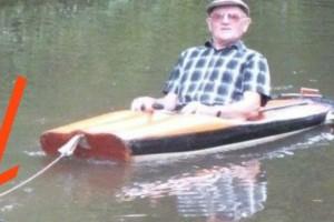 Είδε έναν παππούλη μέσα σε μια βάρκα και παραξενεύτηκε! Μόλις όμως πρόσεξε τι την τραβάει, έβγαλε αμέσως την κάμερα!