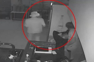 Απίστευτο περιστατικό: Ληστές πήγαν να κλέψουν τσιπουράδικο και κλειδώθηκαν μέσα