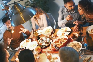 Φαγητό το βράδυ; Οι 7 τροφές που πρέπει να αποφύγεις πριν κοιμηθείς