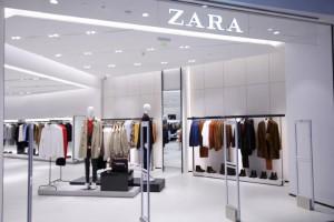 Χαμός με αυτό το τοπ μπλουζάκι στο Zara - Κοστίζει μόνο 12,95€