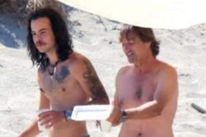 """""""Κολλητάρια"""" στην παραλία για μπάνιο Άγγελος Λάτσιος και Ματέο Παντζόπουλος - Με ταπεράκια για ηλιοθεραπεία"""
