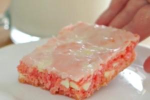 """Γλυκό ψυγείου """"brownies"""" με φράουλα - Έτοιμο σε λίγα λεπτά"""