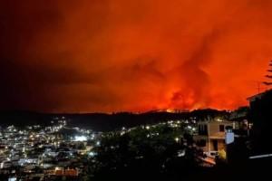 Φωτιά στην Εύβοια: Το μοναστήρι του Οσίου Δαυίδ έχει κυκλωθεί από τις φλόγες - Οι μοναχοί δεν το εγκαταλείπουν