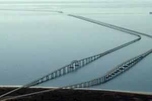 Αυτή είναι η πιο επικίνδυνη γέφυρα του κόσμου που προκαλεί τρόμο και ίλιγγο στους οδηγούς!