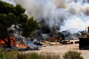 """Φωτιά στην Εύβοια: Εκκενώνονται οι Κεχριές στην Αγία Άννα - """"Χτυπούν"""" καμπάνες στο χωριό"""