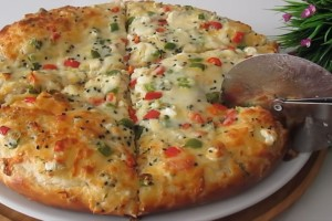 Αυτή τη συνταγή θα την λατρέψετε! Εύκολη και γρήγορη πίτα με τυριά
